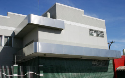 FACHADA EM INOX
